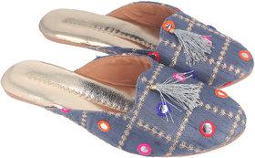 Be You Women Grey Mirror Work Traditional Flats / Ethnic Footwear