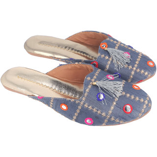 Be You Women Grey Mirror Work Traditional Flats / Ethnic Footwear