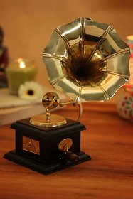 The New Look Decorative Show Piece The New Look Gramophones