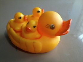 TOY GIFT FOR YOUR KIDS VINYL DUCK WITH 3 CHILDS DUCK